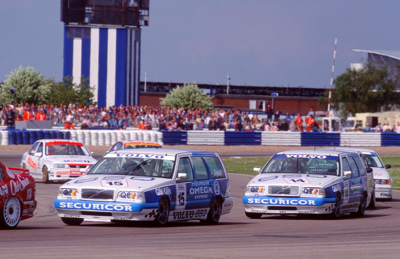 Tak w 1994 roku zaczynała się kariera Volvo 850 Estate w BTCC. Za kierownicą zasiadali Rickard Rydell i Jan Lammers.