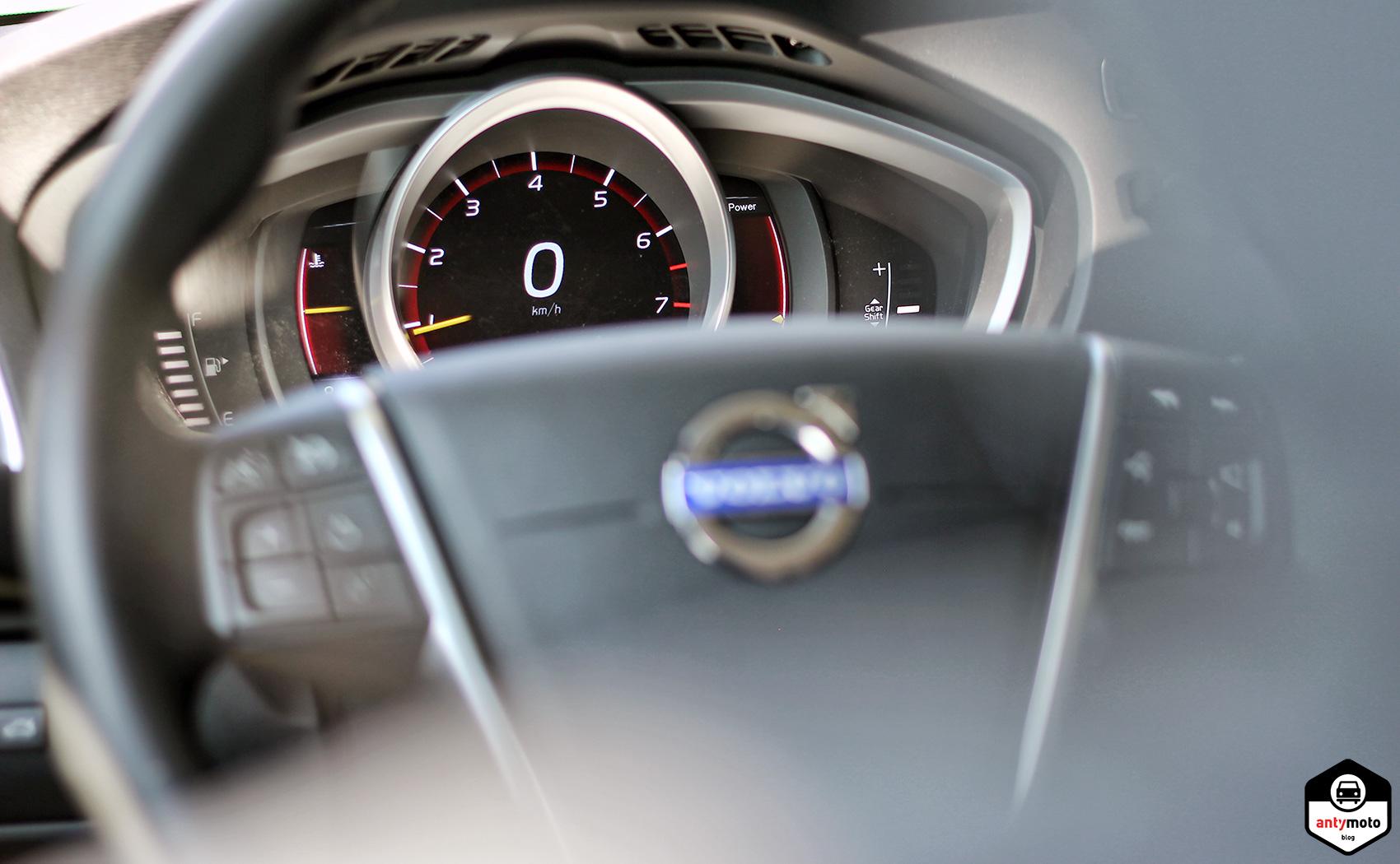 Volvo V40 zegary