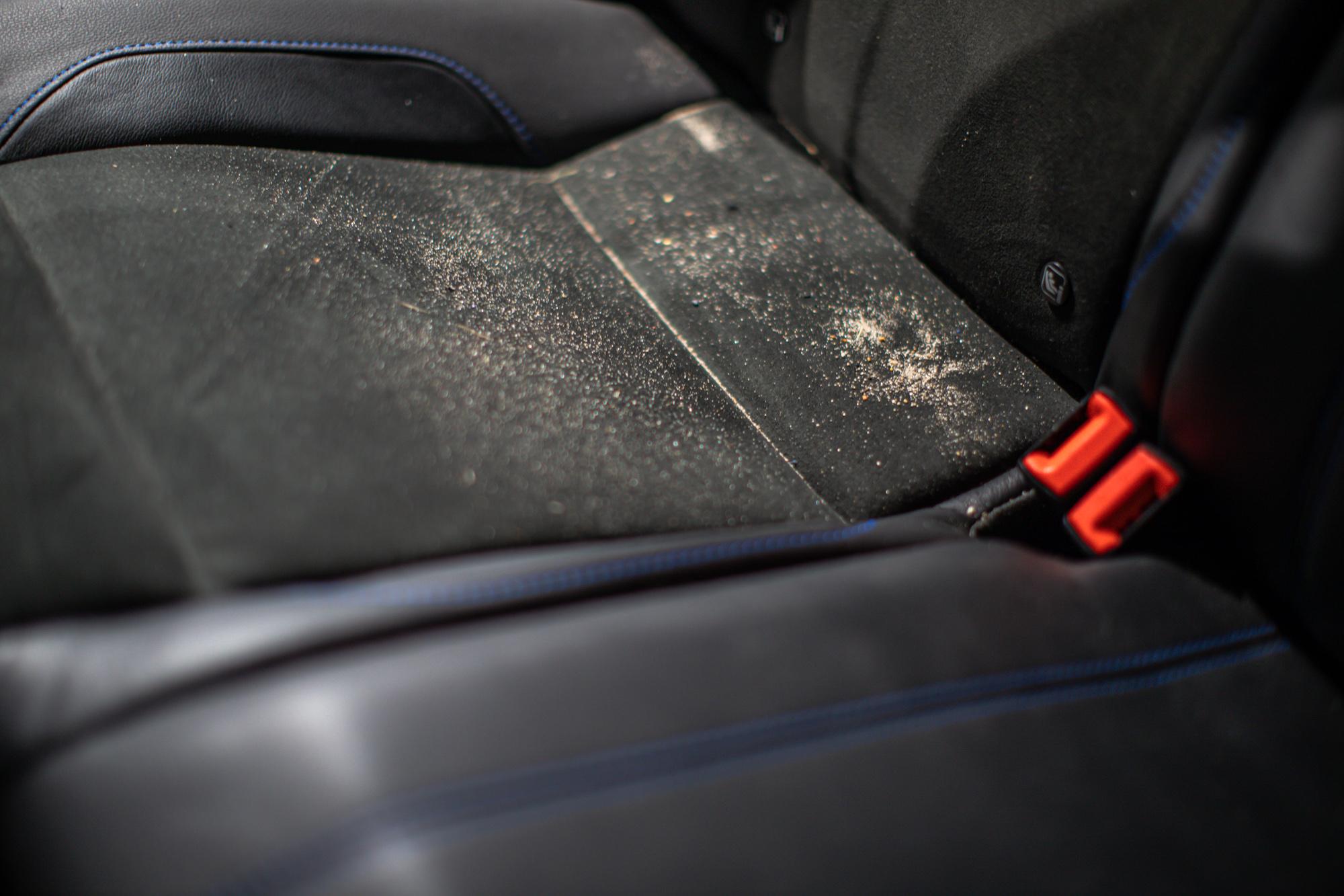 Brudna tapicerka samochodowa