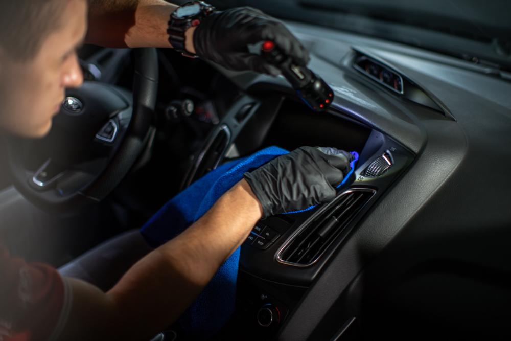 Mycie ekranu dotykowego samochodu Gtechniq G6 Perfect Glass